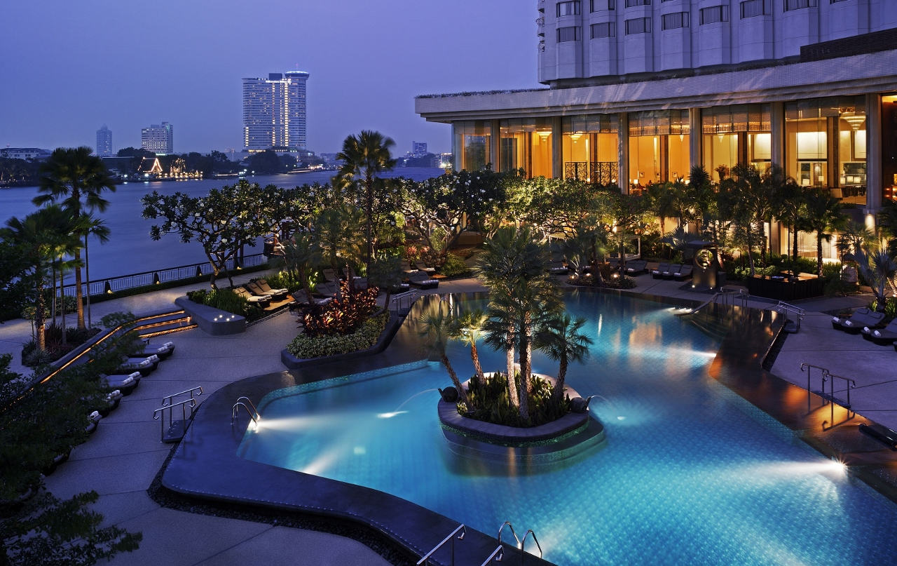 Swimming Pool Shangri La Hotel
